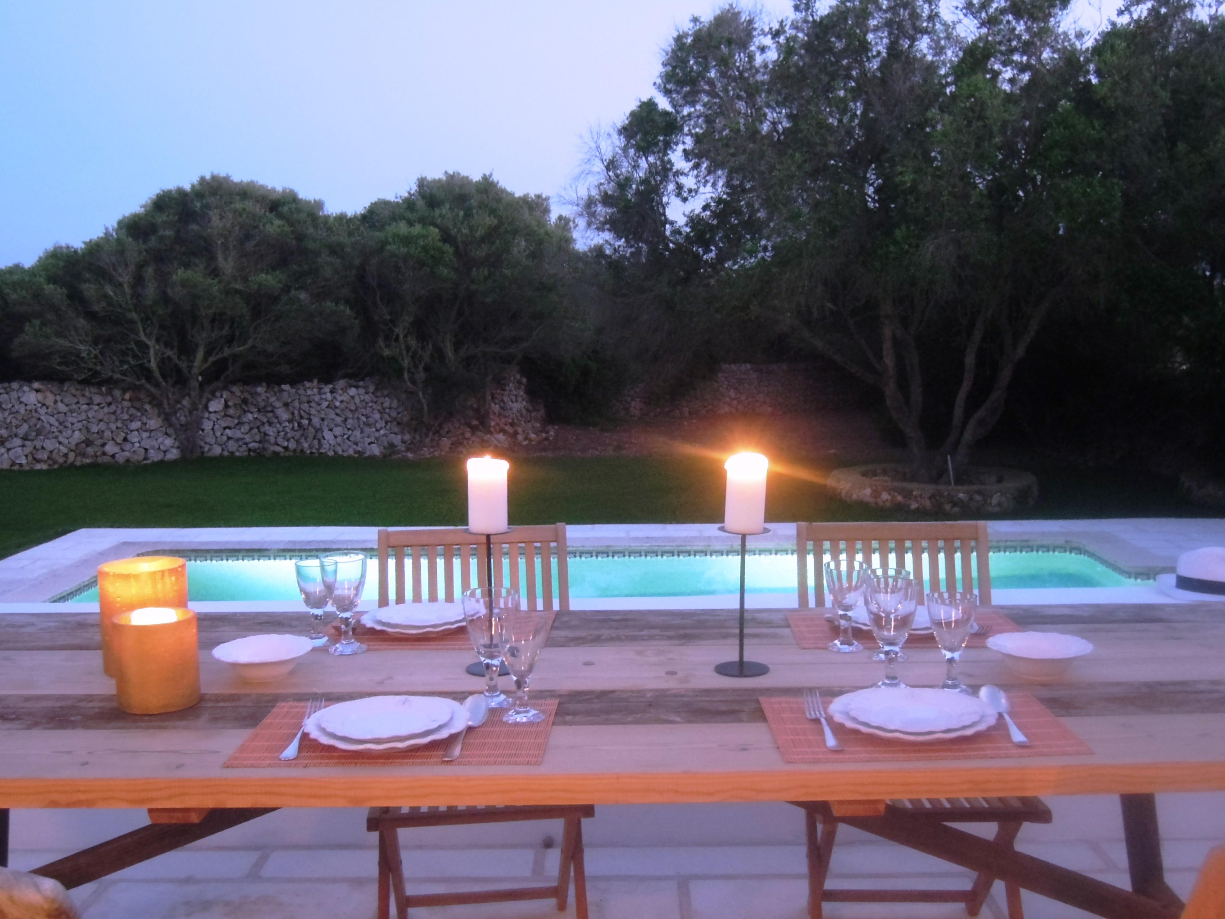 C mo iluminar tu jard n y o tu terraza for Lamparas para iluminar patios