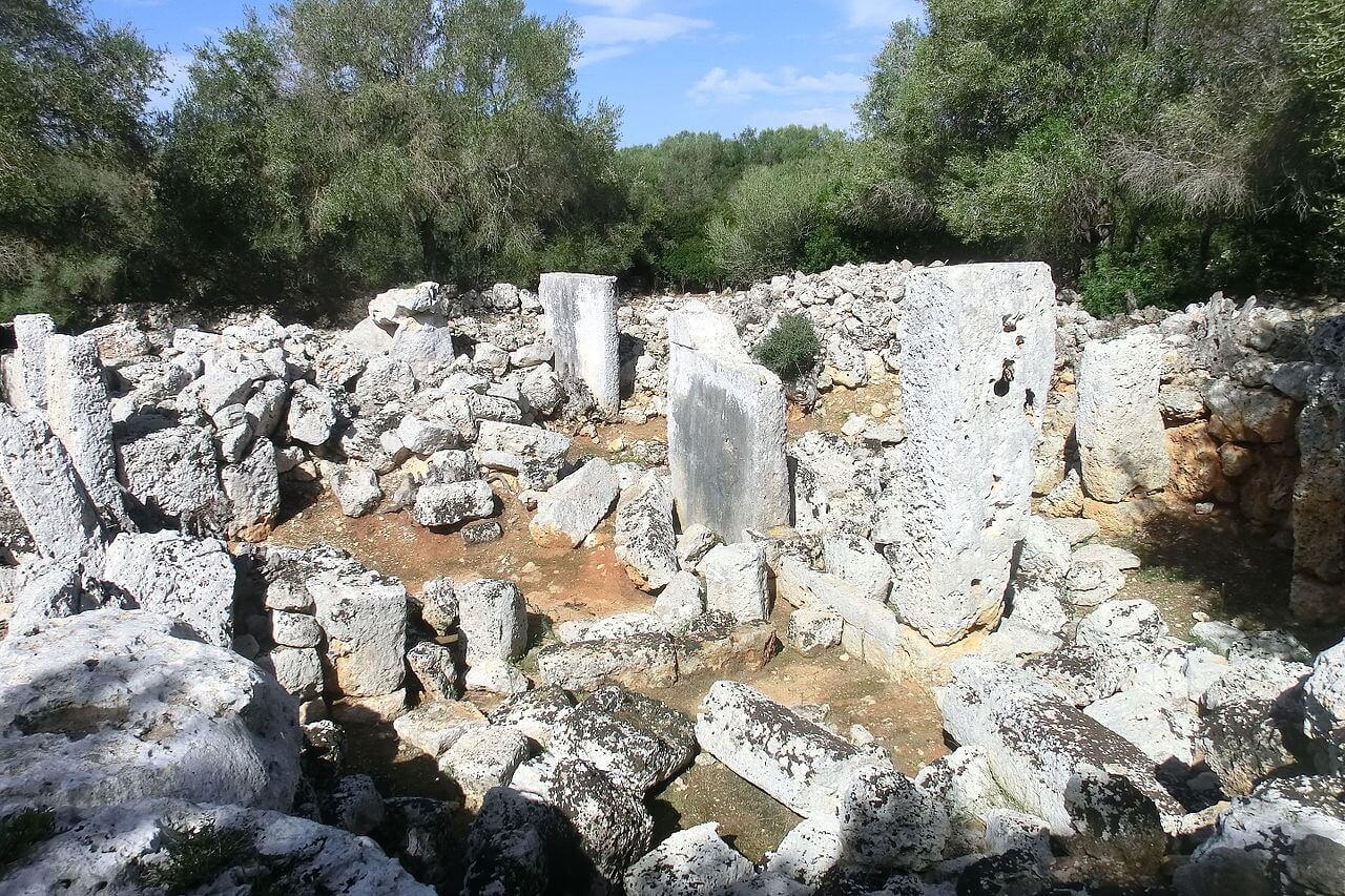 Son Catlar Taula enclosure - Minorque Talayotique: Son Catlar
