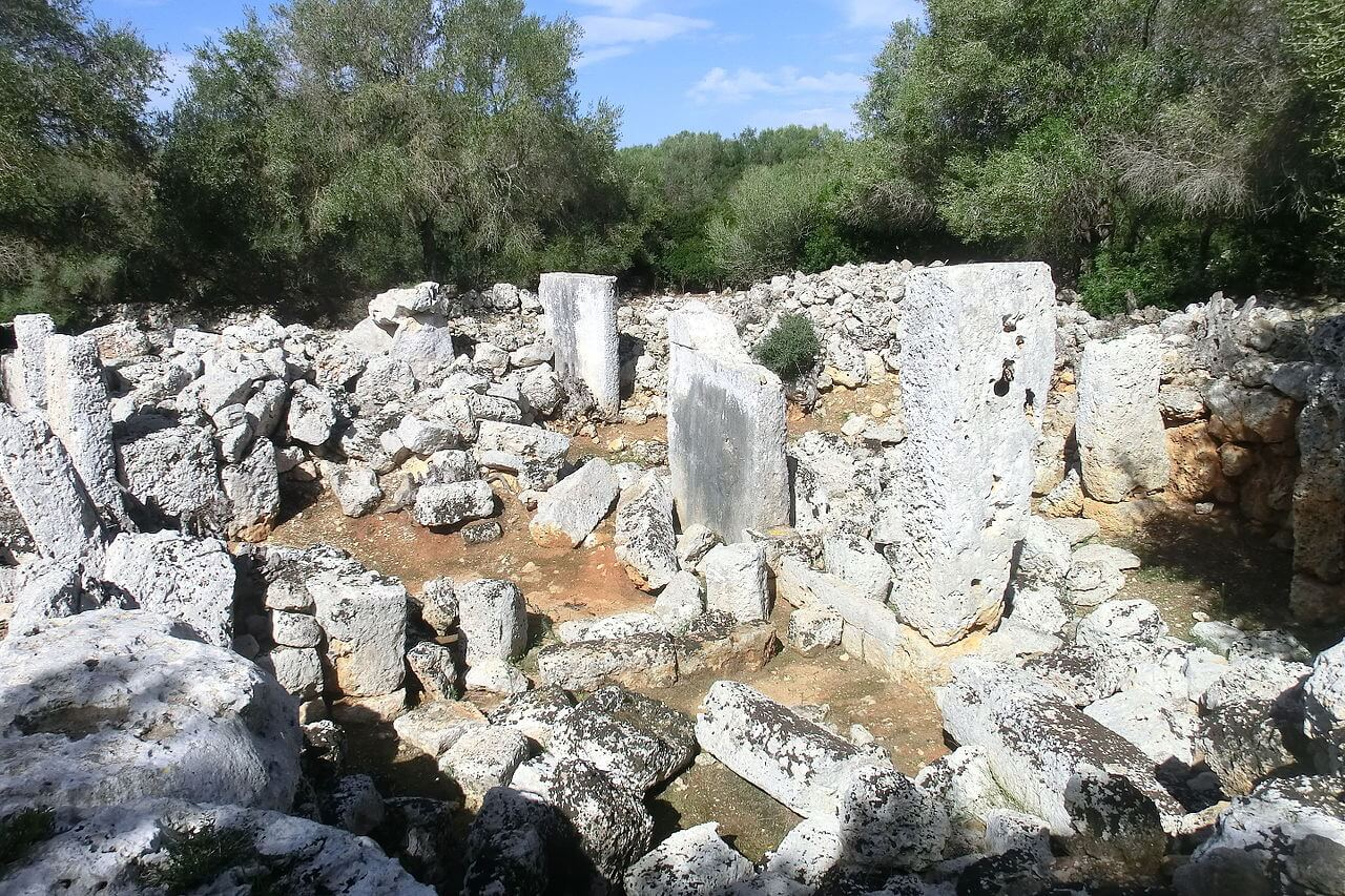 Son Catlar Taula enclosure - Menorca Talayótica: Son Catlar