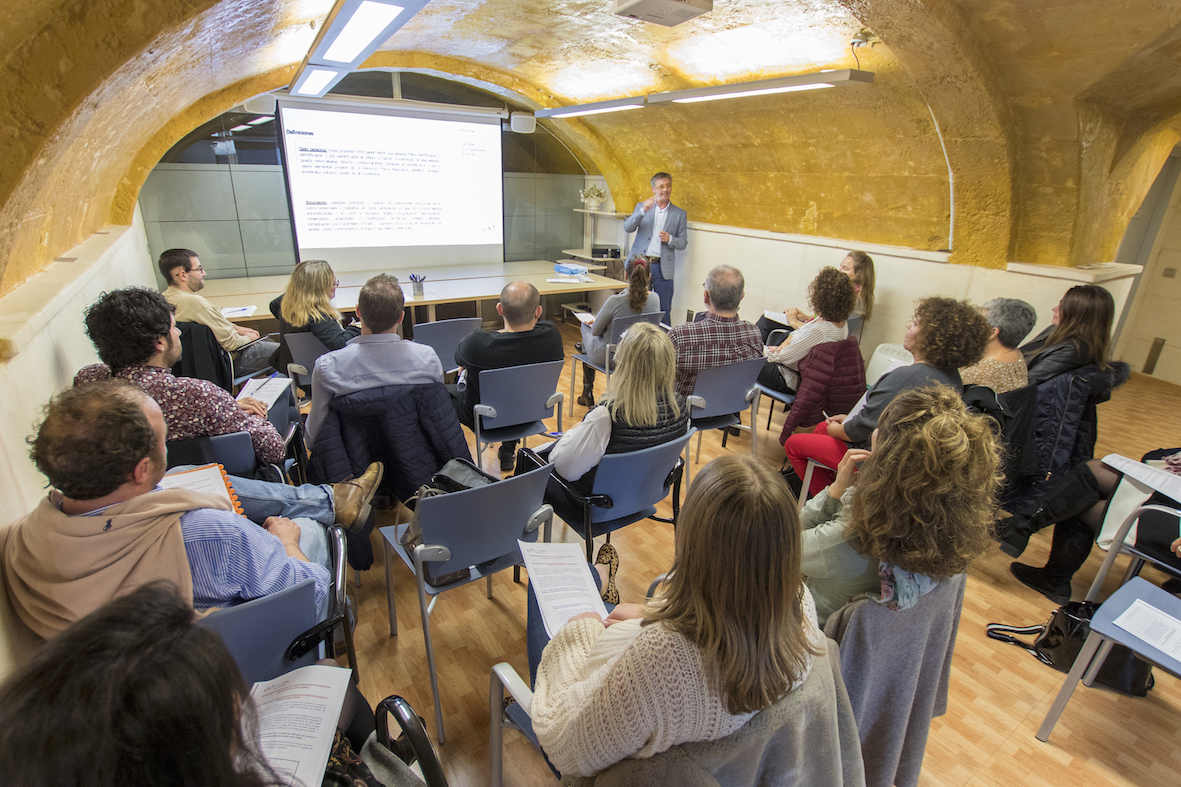 Curso ProtecciónDatosBonnin - Up to date with the new European Data Protection Regulation
